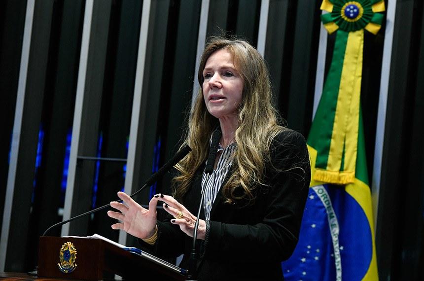 Plenário do Senado Federal durante sessão deliberativa extraordinária.   Em discurso, à tribuna, senadora Vanessa Grazziotin (PCdoB-AM).  Foto: Marcos Oliveira/Agência Senado