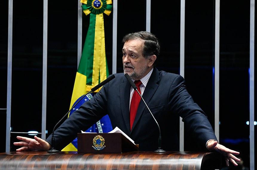 Plenário do Senado Federal durante sessão deliberativa extraordinária.   Em discurso, à tribuna, senador Walter Pinheiro (sem partido-BA).  Foto: Marcos Oliveira/Agência Senado