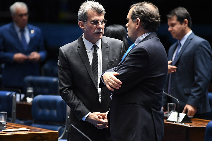 Plenário do Senado Federal durante sessão deliberativa ordinária.   (E/D):  senador Romero Jucá (MDB-RR);  senador Walter Pinheiro (sem partido-BA).  Foto: Jefferson Rudy/Agência Senado
