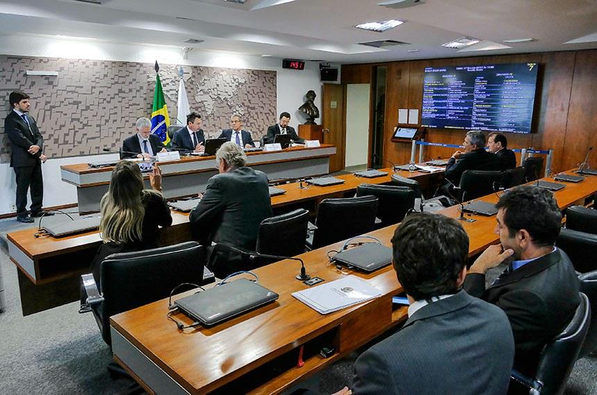 Comissão Mista Permanente sobre Mudanças Climáticas (CMMC) realiza audiência pública interativa para debater a participação na COP-24, e tratar sobre a agenda do parlamento e a implementação do Acordo do Clima pelo Brasil.   Mesa:  subsecretário-geral de Meio Ambiente, Energia, Ciência e Tecnologia do Ministério das Relações Exteriores (MRE), embaixador José Antonio Marcondes de Carvalho;  presidente da CMMC, deputado Sergio Souza (MDB-PR);  relator da CMMC, senador Jorge Viana (PT-AC);  secretário de Mudança do Clima e Florestas do Ministério do Meio Ambiente (MMA), Thiago de Araújo Mendes.  Foto: Roque de Sá/Agência Senado