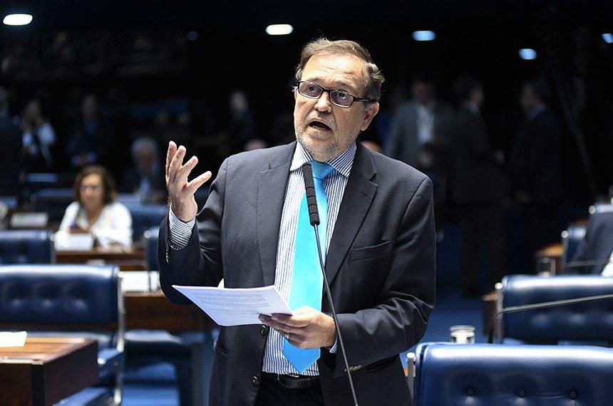 Plenário do Senado Federal durante sessão deliberativa ordinária.   À bancada em pronunciamento, senador Walter Pinheiro (sem partido-BA).  Foto: Jefferson Rudy/Agência Senado