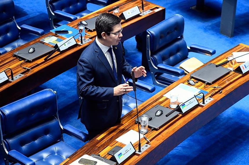 Plenário do Senado Federal durante sessão deliberativa extraordinária. Ordem do dia.  Em pronunciamento, à bancada, senador Randolfe Rodrigues (Rede-AP).  Foto: Marcos Oliveira/Agência Senado