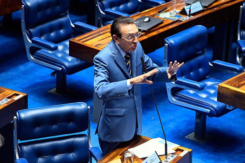 Plenário do Senado Federal durante sessão deliberativa extraordinária. Ordem do dia.  Em pronunciamento, à bancada, senador Edison Lobão (MDB-MA).  Foto: Marcos Oliveira/Agência Senado