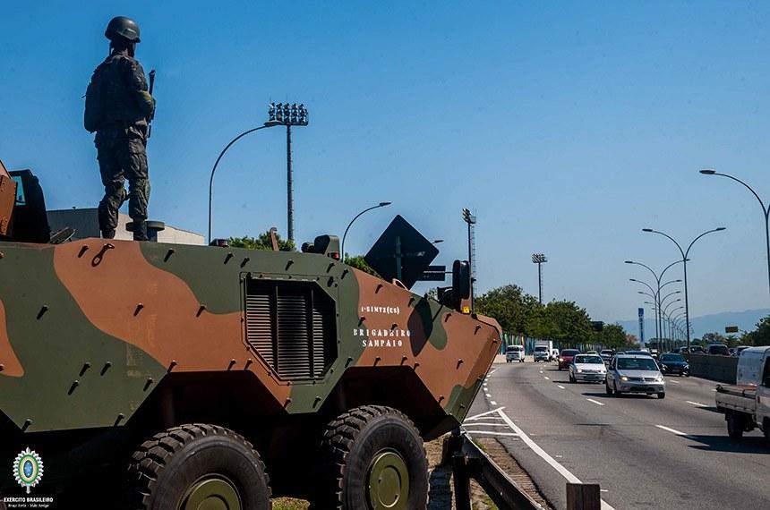Carro blindado na linha vermelha no Rio de Janeiro durante Rio2016