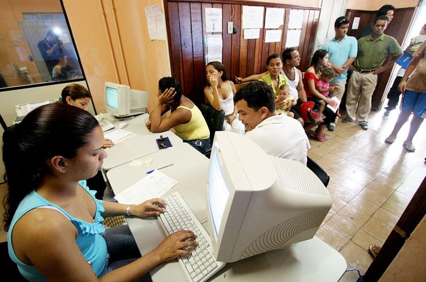 Crédito: Marcos Negrini/Setec-MT  Data do arquivo: Sábado, 22 de outubro de 2005  Local:MT Descrição: Cartórios de registro civil abriram durante a campanha, para a emissão do registro de nascimento.