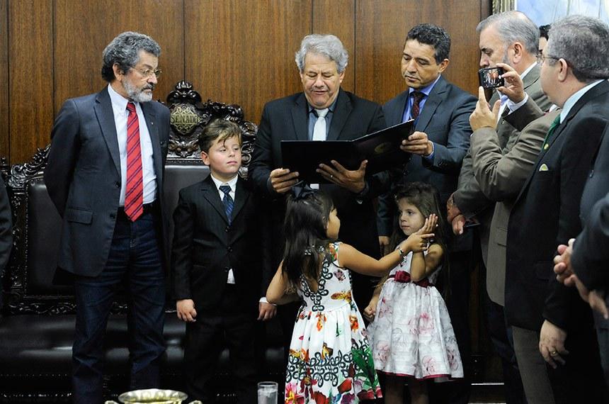 Cerimônia de posse do primeiro suplente do senador Ronaldo Caiado (DEM-GO), Luiz Carlos do Carmo. Caiado deixou o Senado para assumir o governo de Goiás.   Senador Paulo Rocha (PT-PA) conduz a cerimônia.  Foto: Jane de Araújo/Agência Senado