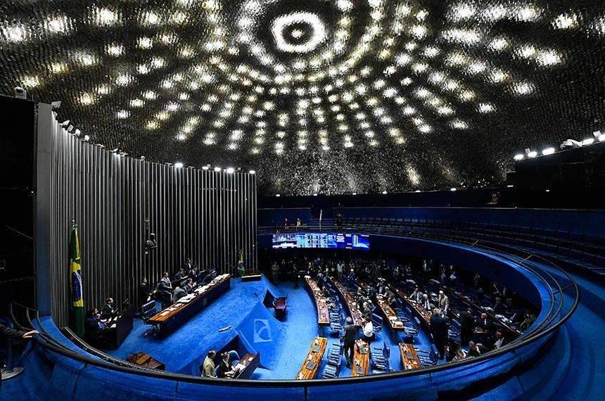 Plenário do Senado Federal durante sessão deliberativa ordinária. Ordem do dia.  Mesa: senador Eduardo Braga (MDB-AM);  presidente do Senado, senador Eunício Oliveira (MDB-CE); senador Fernando Collor (PTC-AL).  Foto: Marcos Oliveira/Agência Senado
