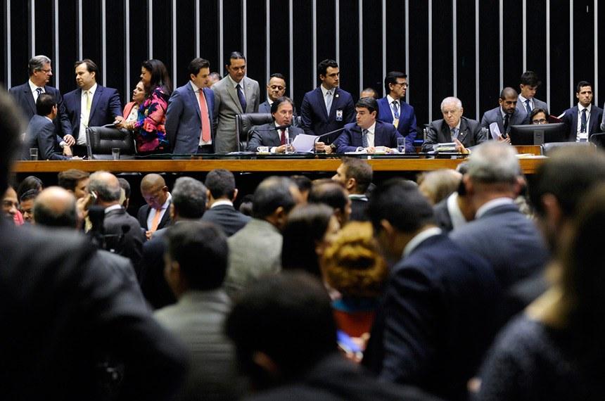 Sessão do Congresso em que projeto de lei orçamentária foi aprovado em dezembro passado: elaboração do texto teve prazo para sugestões do novo governo