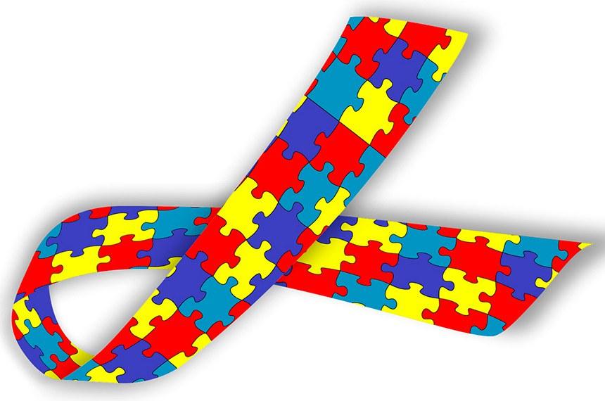 Proposta determina que laço colorido, símbolo mundial do Transtorno do Espectro Autista, identifique devidamente a prioridade a pessoas com o transtorno, como já acontece para pessoas com deficiência