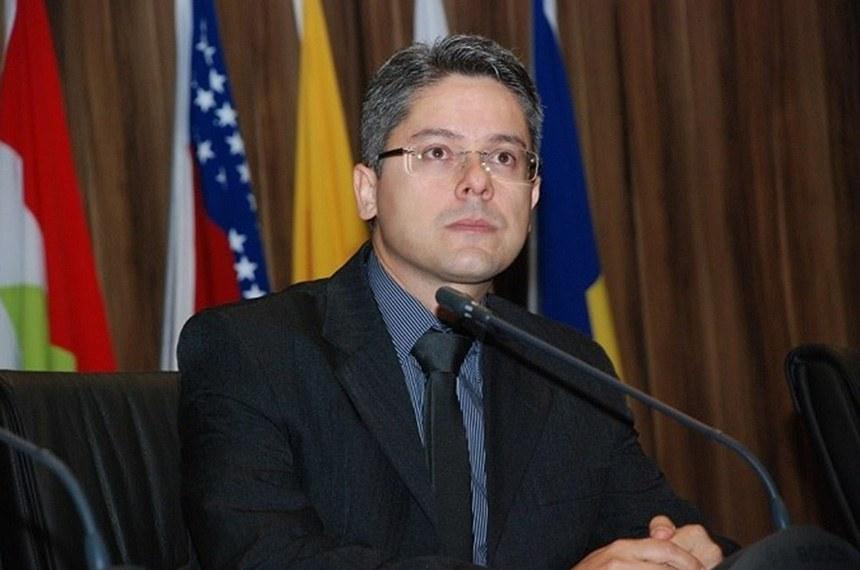 Senador Alessandro Vieira (REDE-SE) acredita que cenário ruim da política abre espaço para renovação.