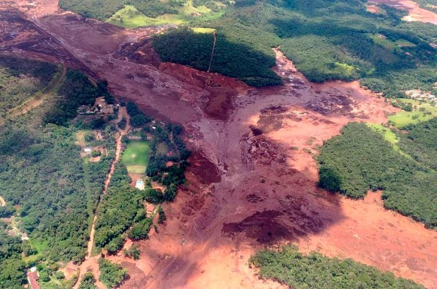 Área devastada pelo rompimento de barragem da Vale em Brumadinho (MG): senadores se mobilizam para realização de CPI para apurar responsabilidades e situação de outras represas pelo país
