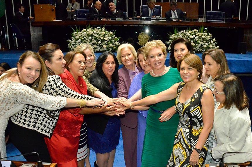 Solenidade de posse dos senadores durante primeira reunião preparatória para 55ª Legislatura.    Senadoras: senadora Kátia Abreu (PMDB-TO); senadora Vanessa Grazziotin (PCdoB-AM); senadora Fátima Bezerra (PT-RN); senadora Regina Sousa (PT-PI); senadora Gleisi Hoffmann (PT-PR); senadora Rose de Freitas (PMDB-ES); senadora Maria do Carmo (DEM-SE); senadora Simone Tebet (PMDB-MS); senadora Ana Amélia (PP-RS); senadora Sandra Braga (PMDB-AM); senadora Lídice da Mata (PSB-BA); senadora Ângela Portela (PT-RR); senadora Marta Suplicy (PT-SP).