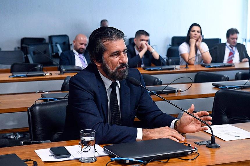 Comissão de Agricultura e Reforma Agrária (CRA) realiza reunião para apresentação do relatório de atividades no biênio 2017/2018.   À bancada em pronunciamento, senador Valdir Raupp (MDB-RO).  Foto: Marcos Oliveira/Agência Senado