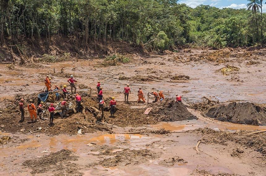Brumadinho MG 28 01 2019- Tragedia na cidade de Brumadinho em Minas Gerais.  bombeiros trabalham na localização de vitimas do desmoronamento da barragem da ina do Feijão.  foto Ricardo Stuckert