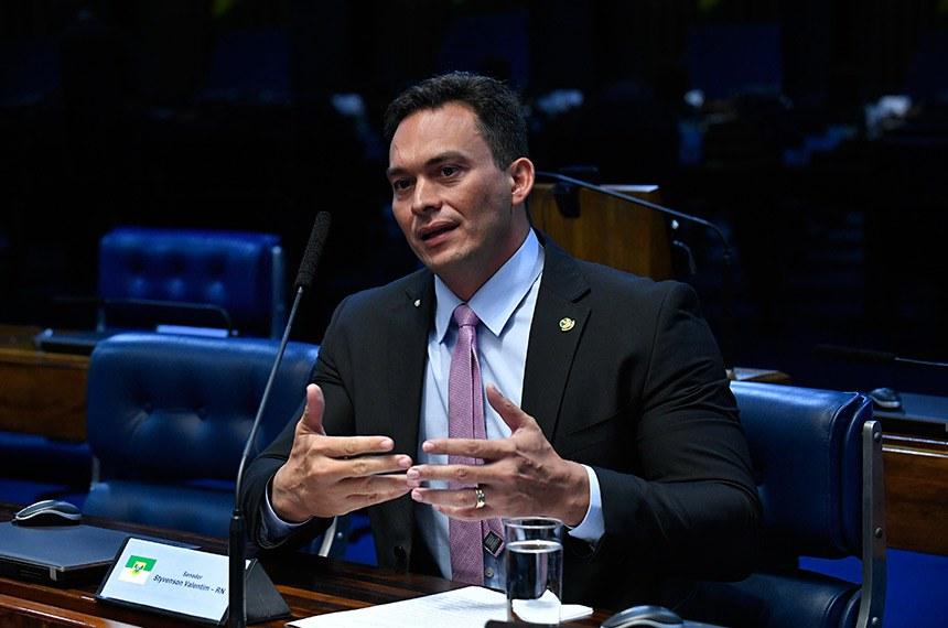 Plenário do Senado Federal durante sessão não deliberativa.   Em pronunciamento, à bancada, senador Styvenson Valentim (Pode-RN).  Foto: Geraldo Magela/Agência Senado
