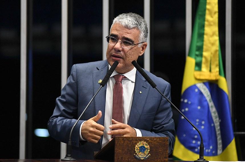Plenário do Senado Federal durante sessão não deliberativa.   Em discurso, à tribuna, senador Eduardo Girão (Pode-CE).  Foto: Jefferson Rudy/Agência Senado