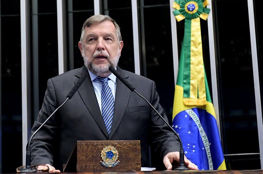 Plenário do Senado Federal durante sessão deliberativa ordinária.   Em discurso, à tribuna, senador Flávio Arns (Rede-PR).  Foto: Roque de Sá/Agência Senado