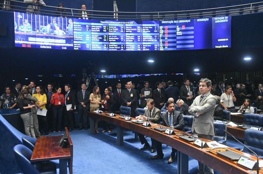 Plenário do Senado Federal durante sessão deliberativa ordinária.   Painel eletrônico com as votações.   Em destaque, senador Randolfe Rodrigues (Rede-AP)  Foto: Jefferson Rudy/Agência Senado