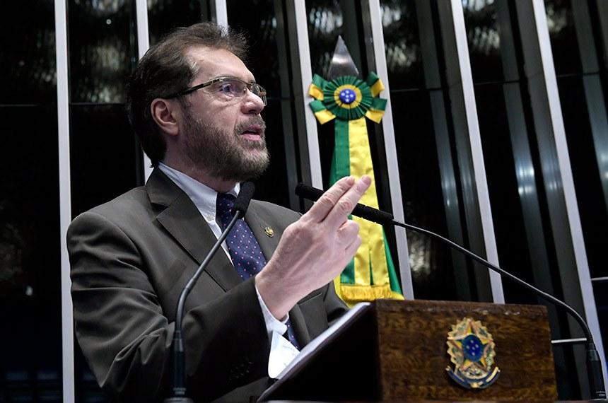 Plenário do Senado Federal durante sessão deliberativa ordinária.   Em discurso, à tribuna, senador Plínio Valério (PSDB-AM).  Foto: Roque de Sá/Agência Senado