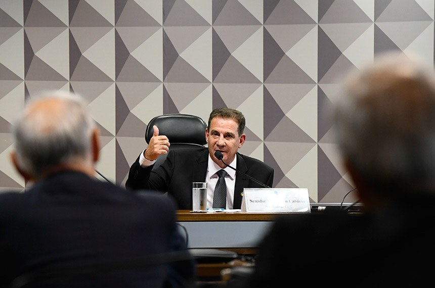 Logo após a eleição, o novo presidente da CRE falou aos membros da comissão e anunciou que promoverá um levantamento das propostas que aguardam votação no colegiado