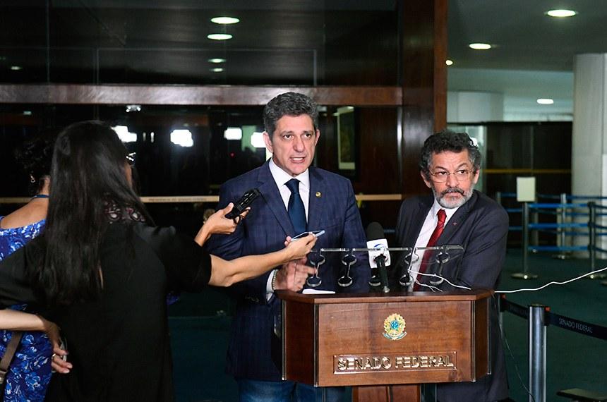 Senador Rogério Carvalho Santos (PT-SE) concede entrevista.  Foto: Marcos Oliveira/Agência Senado