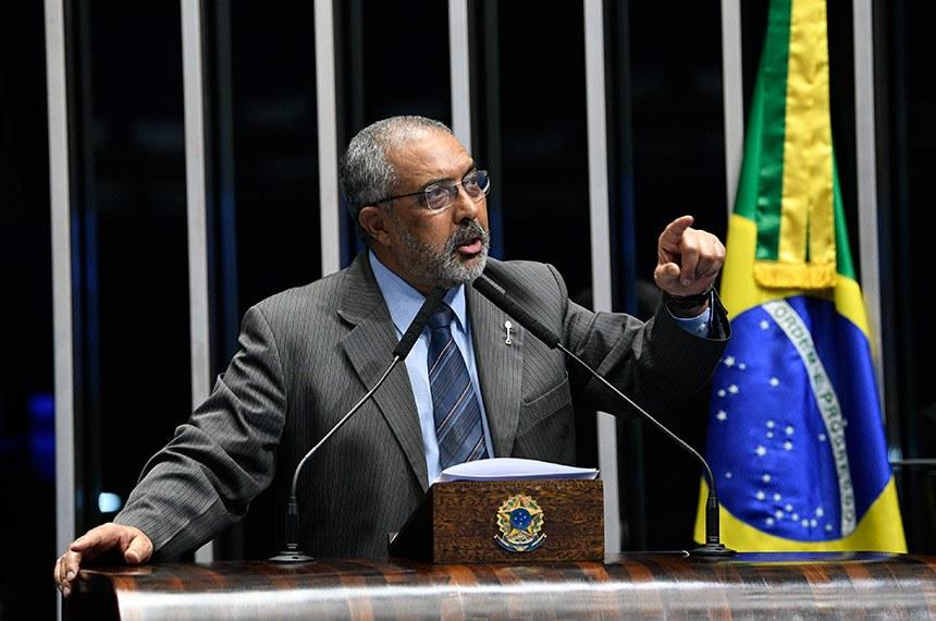 Plenário do Senado Federal durante sessão não deliberativa.   Em discusro, à tribuna, senador Paulo Paim (PT-RS).  Foto: Pedro França/Agência Senado