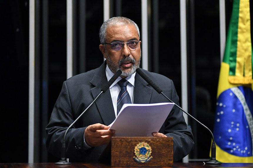 Plenário do Senado Federal durante sessão não deliberativa.   À tribuna, em pronunciamento, senador Paulo Paim (PT-RS).  Foto: Jefferson Rudy/Agência Senado