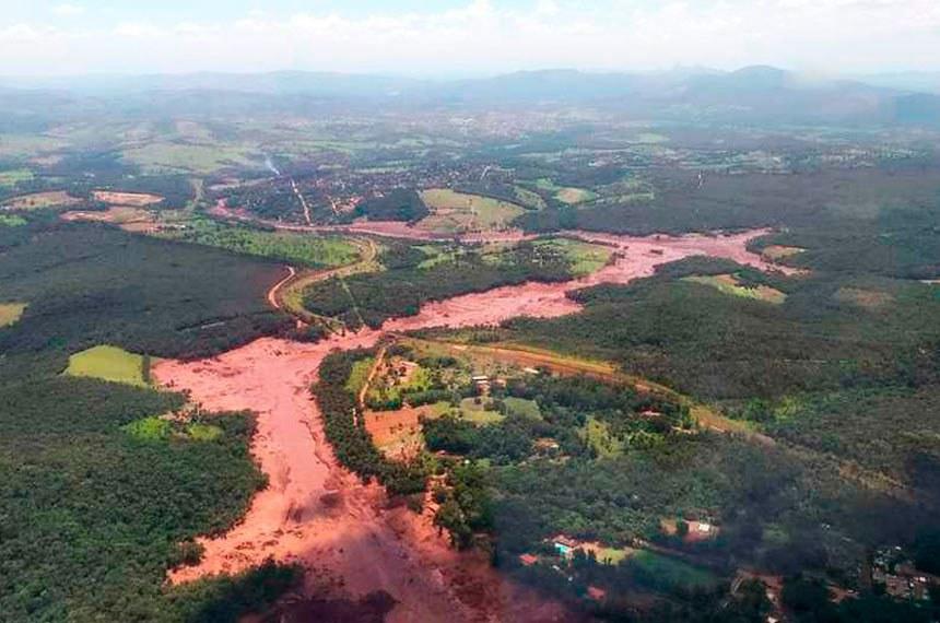 Lama de rejeitos que atingiu a cidade de Brumadinho após o rompimento de uma barragem da mineradora Vale do Rio Doce em Minas Gerais.