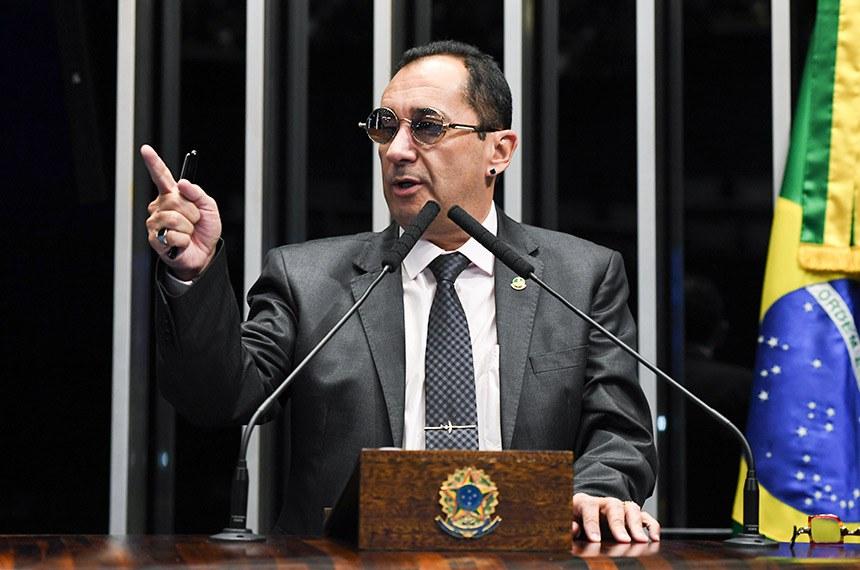 Plenário do Senado Federal durante sessão não deliberativa.   Em discurso, à tribuna, senador Jorge Kajuru (PSB-GO).  Foto: Jefferson Rudy/Agência Senado