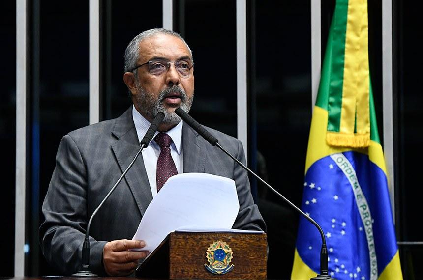 Plenário do Senado Federal durante sessão deliberativa ordinária.   Em discurso, à tribuna, senador Paulo Paim (PT-RS).  Foto: Roque de Sá/Agência Senado