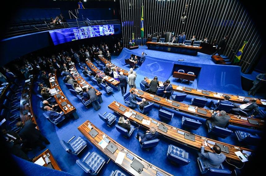 Plenário do Senado Federal durante sessão deliberativa ordinária. Ordem do dia.   À mesa, presidente do Senado, senador Davi Alcolumbre (DEM-AP), conduz sessão.  Foto: Marcos Oliveira/Agência Senado