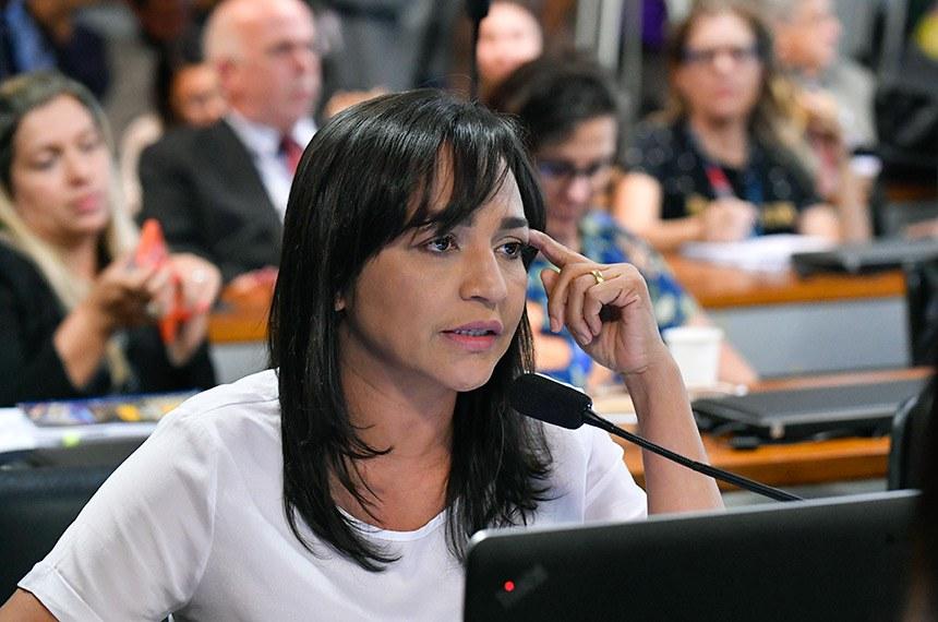 Eliziane Gama registrou que mais agrotóxicos já foram liberados em 2019 do que em todo ano passado e que estudos demonstram que brasileiro é maior consumidor do produto. Ministra rebateu argumentos