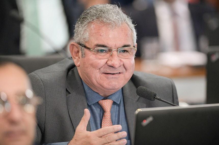 Comissão de Assuntos Econômicos (CAE) realiza sabatina de indicados para presidência e diretorias do Banco Central do Brasil (Bacen) e da Comissão de Valores Mobiliários (CVM).  À bancada, em pronunciamento, senador Angelo Coronel (PSD-BA).  Foto: Pedro França/Agência Senado