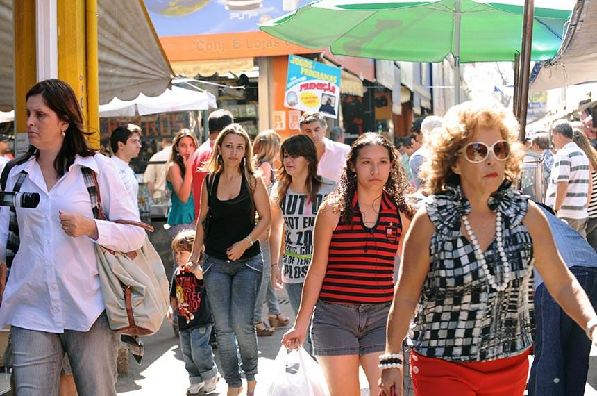 Mulheres na rua.    Foto: Roosewelt Pinheiro/ABR