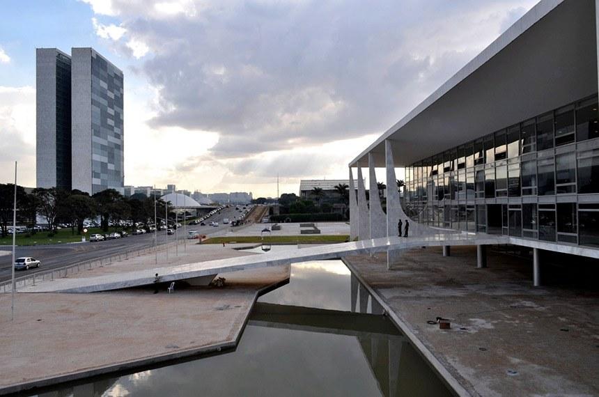 BIE - Fachada do Palácio do Planalto, Brasília (DF). Ao fundo, Congresso Nacional.  Foto: Thiago Melo/Flickr