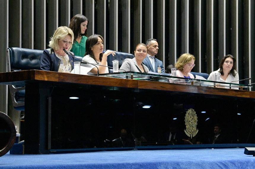 Plenário do Senado Federal durante sessão deliberativa ordinária. Ordem do dia.  Mesa: senadora Selma Arruda (PSL-MT);  senadora Eliziane Gama (PPS-MA);  senadora Leila Barros (PSB-DF);  senadora Zenaide Maia (Pros-RN); senadora Simone Tebet (MDB-MS).  Foto: Roque de Sá/Agência Senado