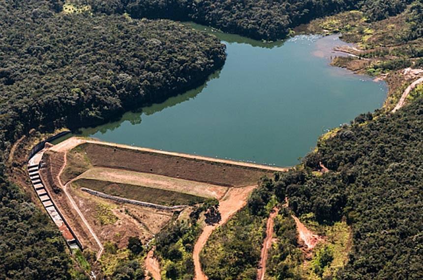 Considerado o maior desastre ambiental da recente história brasileira, o rompimento da barragem de rejeitos de mineração em Minas Gerais expôs os riscos do armazenamento desses resíduos.  As causas do rompimento da barragem em Brumadinho (MG) serão objeto de investigação em comissão parlamentar de inquérito (CPI) no Senado. O presidente da Casa leu em Plenário requerimento para instalação da CPI.  Na foto: Barragem Menezes II – Mina Córrego do Feijão, Brumadinho-MG.  Foto: Reprodução