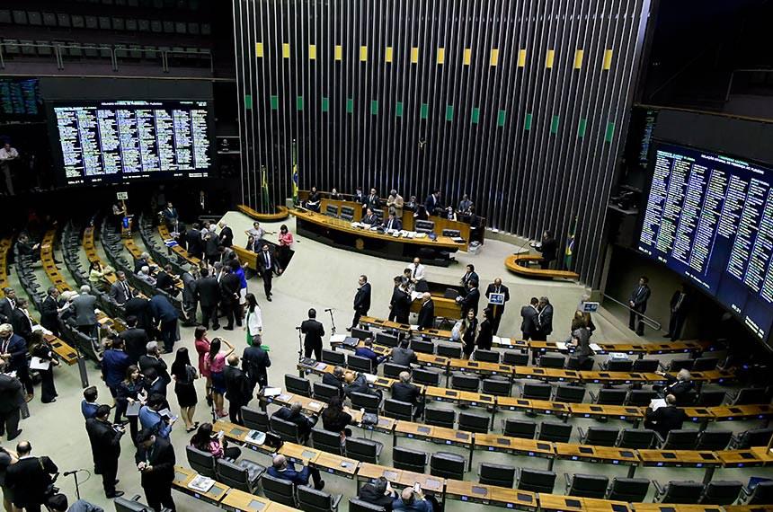 Plenário da Câmara dos Deputados durante sessão conjunta do Congresso Nacional destinada à apreciação de vetos, de créditos e do orçamento de 2019 (PLN 27/2018).   À mesa, presidente do Senado Federal, senador Eunício Oliveira (MDB-CE), conduz sessão.  Foto: Waldemir Barreto/Agência Senado