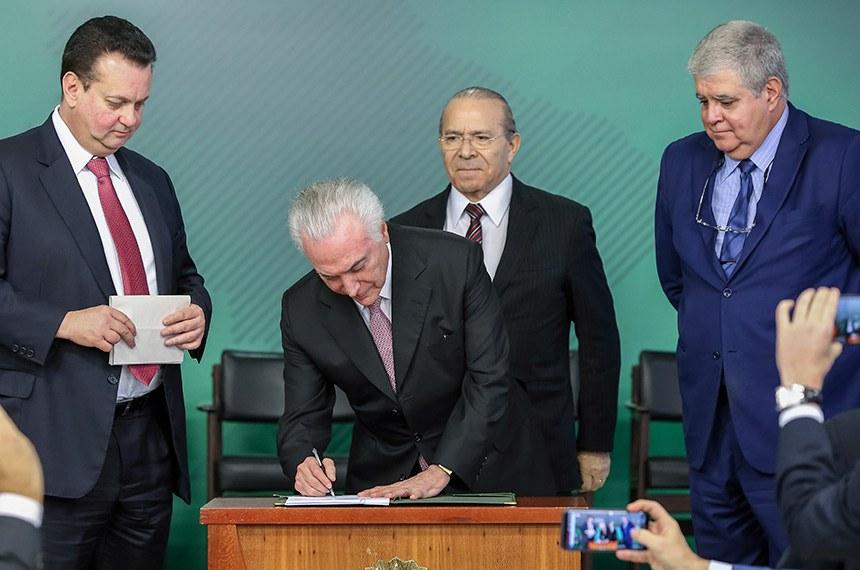 (Brasília - DF, 14/08/2018)  Solenidade de Sanção da Lei de Proteção de Dados Pessoais - MP 869  Presidente da República, Michel Temer sanciona lei. Foto: Marcos Corrêa/PR