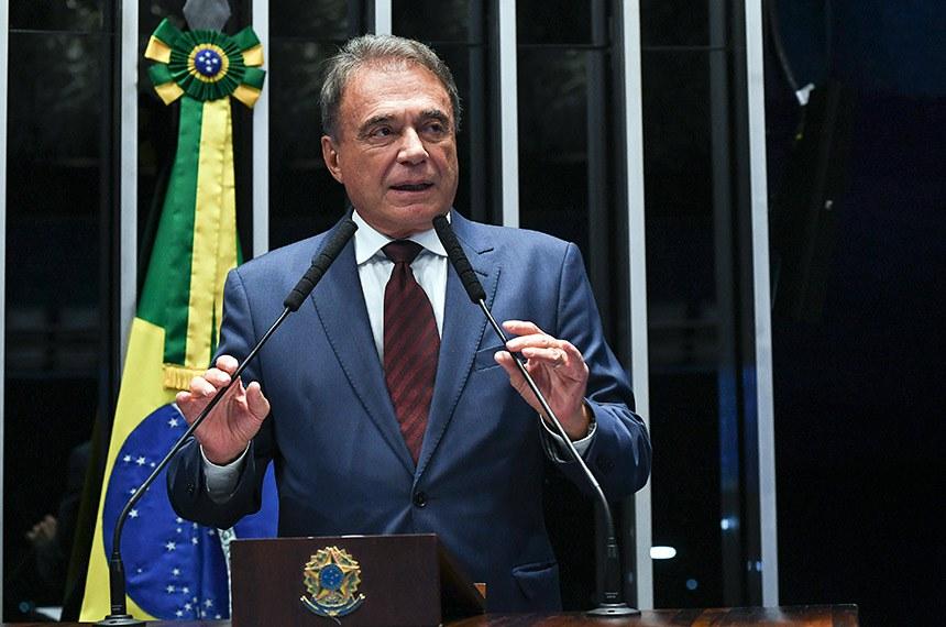 Plenário do Senado Federal durante sessão deliberativa extraordinária.   Em discurso, à tribuna, senador Alvaro Dias (Pode-PR).  Foto: Jefferson Rudy/Agência Senado