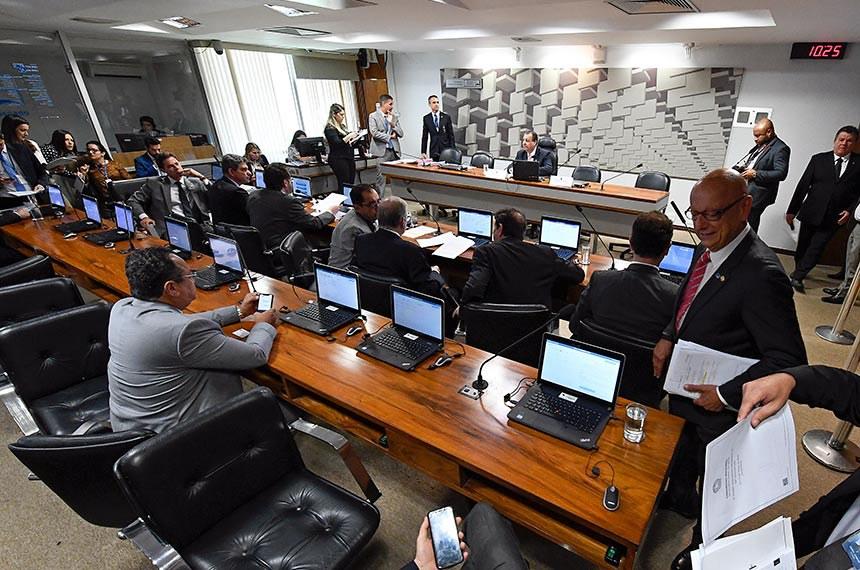 Comissão de Assuntos Econômicos (CAE) realiza reunião com 10 itens na pauta.  Mesa: presidente da CAE, senador Omar Aziz (PSD-AM).  Foto: Edilson Rodrigues/Agência Senado