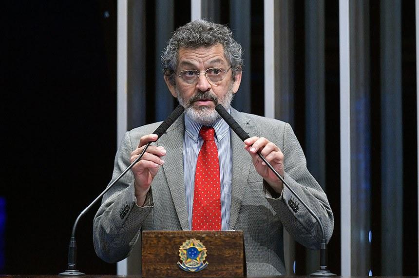 Plenário do Senado Federal durante sessão deliberativa extraordinária.   Em discurso, à tribuna, senador Paulo Rocha (PT-PA).  Foto: Geraldo Magela/Agência Senado