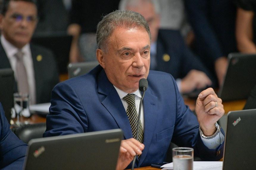 Comissão de Assuntos Econômicos (CAE) realiza reunião com apreciação de empréstimos.  Em pronunciamento,  senador Alvaro Dias (Pode-PR).  Foto: Pedro França/Agência Senado