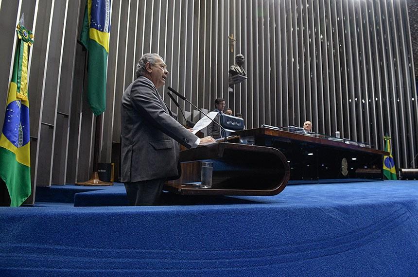 Plenário do Senado Federal durante sessão deliberativa ordinária.   Em discurso, à tribuna, senador Jayme Campos (DEM-MT).  À mesa, senador Lasier Martins (Pode-RS) conduz sessão.  Foto: Roque de Sá/Agência Senado