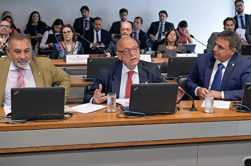 Comissão de Relações Exteriores e Defesa Nacional (CRE) realiza reunião para apreciação de acordo entre Brasil e Espanha relativo à segurança de informações sigilosas.  Bancada: senador Telmário Mota (Pros-RR); senador Esperidião Amin (PP-SC) - em pronunciamento; senador Marcio Bittar (MDB-AC).  Foto: Waldemir Barreto/Agência Senado