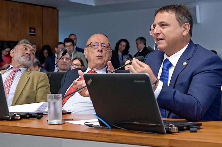 Comissão de Relações Exteriores e Defesa Nacional (CRE) realiza reunião para apreciação de acordo entre Brasil e Espanha relativo à segurança de informações sigilosas.  Bancada: senador Telmário Mota (Pros-RR) senador Esperidião Amin (PP-SC);  senador Marcio Bittar (MDB-AC), em pronunciamento.  Foto: Waldemir Barreto/Agência Senado