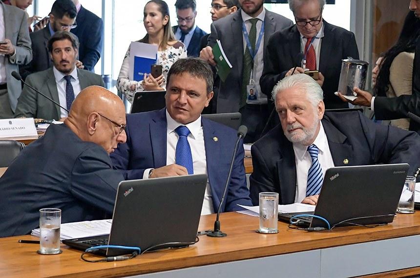 Comissão de Relações Exteriores e Defesa Nacional (CRE) realiza reunião para apreciação de acordo entre Brasil e Espanha relativo à segurança de informações sigilosas.  Bancada: senador Esperidião Amin (PP-SC); senador Marcio Bittar (MDB-AC); senador Jaques Wagner (PT-BA).  Foto: Waldemir Barreto/Agência Senado