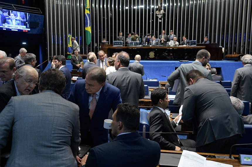 Plenário do Senado Federal durante sessão deliberativa ordinária. Ordem do dia.   Mesa:  presidente do Senado Federal, senador Davi Alcolumbre (DEM-AP);  senador Flávio Bolsonaro (PSL-RJ); senador Omar Aziz (PSD-AM).  Foto: Roque de Sá/Agência Senado