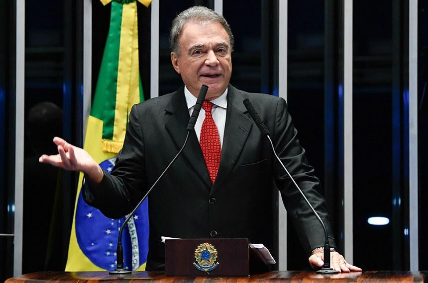 Plenário do Senado Federal durante sessão não deliberativa.   Em discurso, à tribuna, senador Alvaro Dias (Pode-PR).  Foto: Marcos Oliveira/Agência Senado