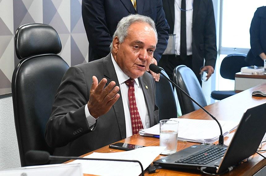 Comissão Mista da Medida Provisória (CMMPV) nº 855/2018, que viabiliza venda de distribuidoras da Eletrobras, realiza reunião para discutir a MP e emendas apresentadas.  À mesa, relator da MP 855/2018, deputado Edio Lopes (PR-RR), conduz reunião.  Foto: Marcos Oliveira/Agência Senado